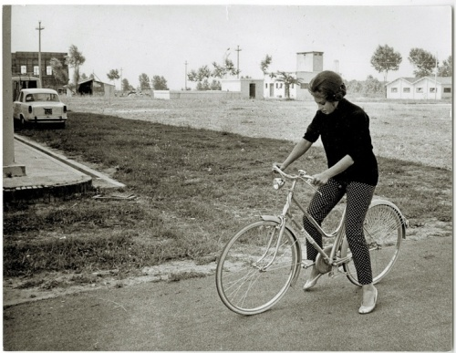 sofia loren beat style on a bike