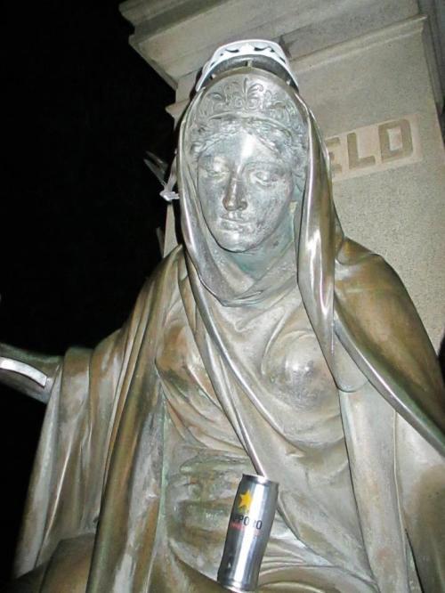 logo larry statue saftey third