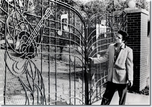 1957_graceland_gates_large