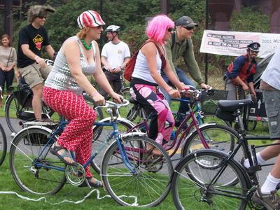 tour-de-fat_costumes on bikes
