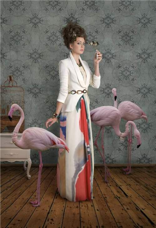 red queen with flamingos